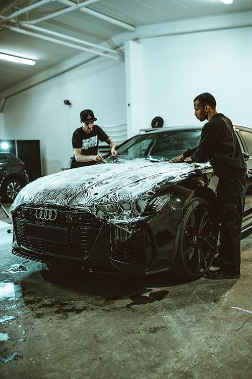 Lackschutzfolie für einen Audi RS6 bei der Montage